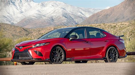 Camry hybrid offers a cleaner drive without sacrificing power or style. Nos impressions de la Toyota Camry TRD 2020