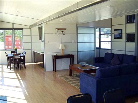 The Wing House: Expanding Shipping Container Home