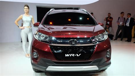 Honda WRV vs Toyota Etios Cross Comparison of Price ...