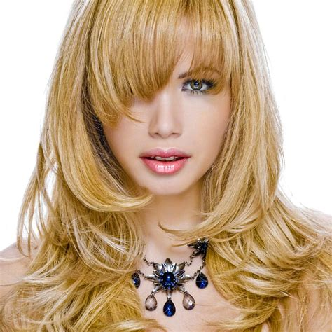 gestufte lange caramel blonde haare blonde lange haare