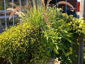 Balkon Gestaltungsideen Pflanzen : balkon und terrassen gestaltung in gelb ~ Lizthompson.info Haus und Dekorationen