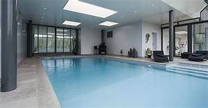 piscine bois avec escalier interieur myqtocom With amenagement d une piscine 5 constructeur de piscine interieure dans les hauts de france