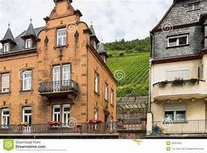 H user entlang dem fluss mosel in deutschland for Häuser in deutschland