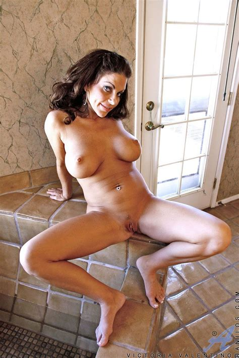 Mouth Watering Posing Session With Chic Big Boobed Brunette Nudie victoria valentino