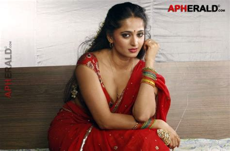 Anushka Shetty Hot And Sexy Pics Images Of The South