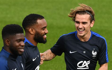 Antoine griezmann is a free agent in pro evolution soccer 2021. Antoine Griezmann trolled on Twitter for his new blonde hair