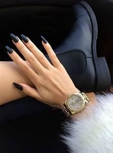 Nägel Schwarz Gold : sehr schicke dame mit einem nageldesign in schwarz nageldesigne pinterest n gel n gel ~ Frokenaadalensverden.com Haus und Dekorationen