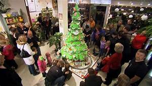 Extreme Christmas Trees: 10 Foot Cake Tree - YouTube