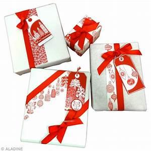 Papier Cadeau Blanc : emballage cadeau de no l rouge et blanc id es et conseils paquet cadeau ~ Teatrodelosmanantiales.com Idées de Décoration