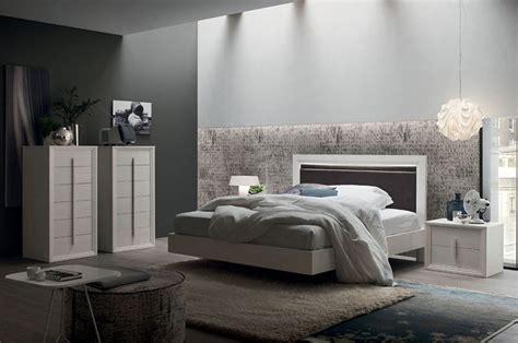 idee  arredare una camera da letto bianca  grigia