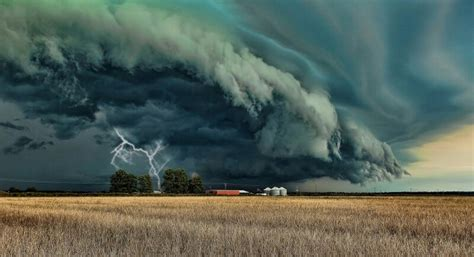 storm cell grand prairietexas usa storm cells