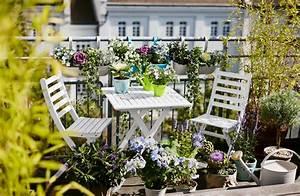 Kleine Wäschespinne Für Balkon : wei e gartenm bel f r den balkon ~ Indierocktalk.com Haus und Dekorationen