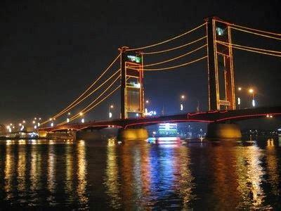 jembatan ampera  serasi  sungai musi indonesia