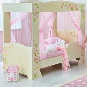 Le lit baldaquin enfant comment faire la déco pour la chambre Archzine fr