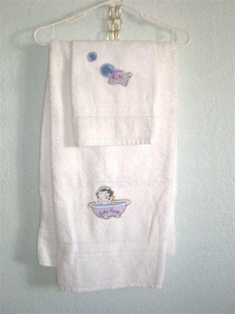 new ooak 2 piece bathroon set bath and hand towel