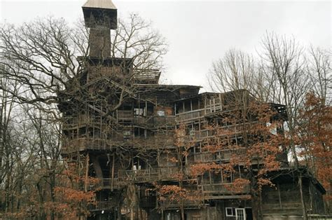 Mysterious Minister's Treehouse In Tennessee Hides A