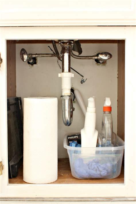 organize  bathroom   easy steps classy clutter