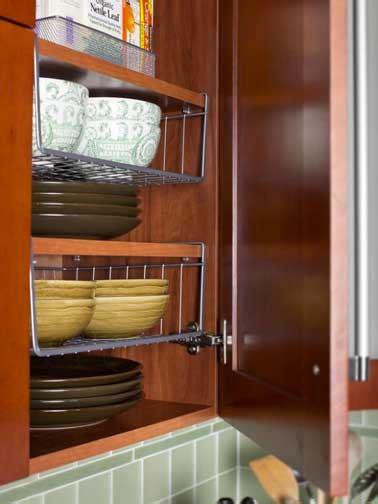 paniers coulissants pour meubles cuisine 4 astuces rangement cuisine qui changent la vie