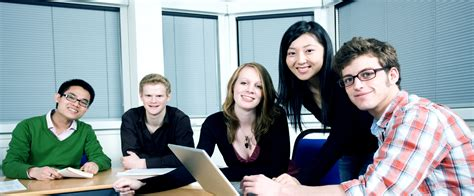 whats  role   overseas education consultant