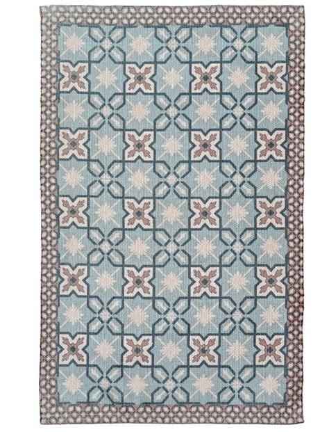 pvc belag günstig sehr praktischer teppich aus pet flaschen gewebt und mit fliesenmuster bedruckt teppich lisboa