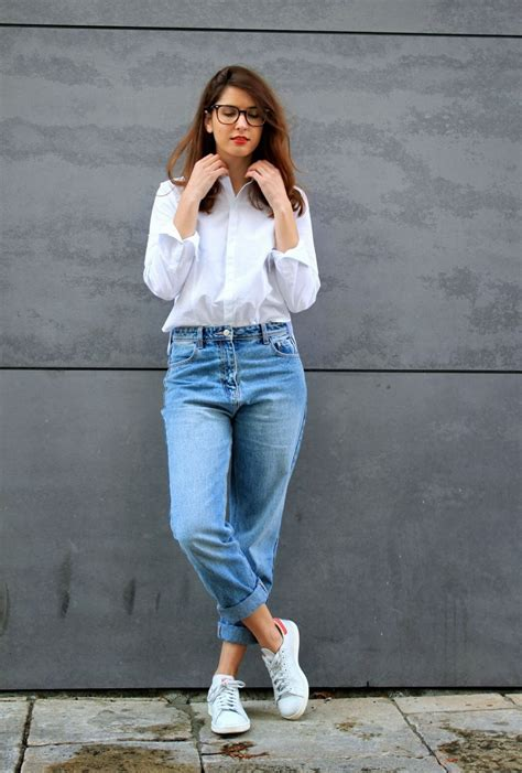 Mom (High Waisted) Jeans Outfit Ideas 2018 | FashionTasty.com