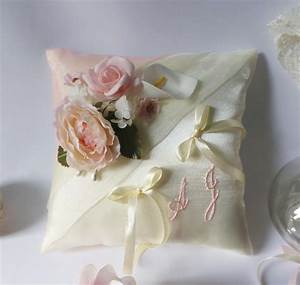 Coussin Rose Pale : coussins d 39 alliances rose pale rose poudr saumon p che ~ Teatrodelosmanantiales.com Idées de Décoration
