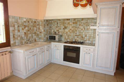 comment renover une cuisine en bois renovation meubles de cuisine best les cuisines de