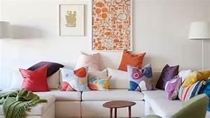 Coussin Design Pour Canape : conseil deco couleur salon mettre couleur dans maison mobilier color ~ Teatrodelosmanantiales.com Idées de Décoration