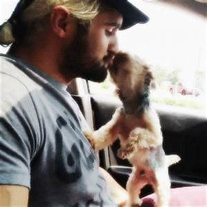 Lol Seth Rollins kiss the dog Kevin . And Seth Rollins is ...