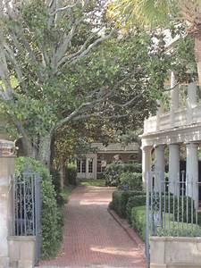 Charleston, Courtyards