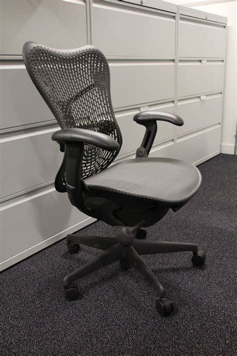Herman Miller Mirra Chair Weight by Mirra Chair