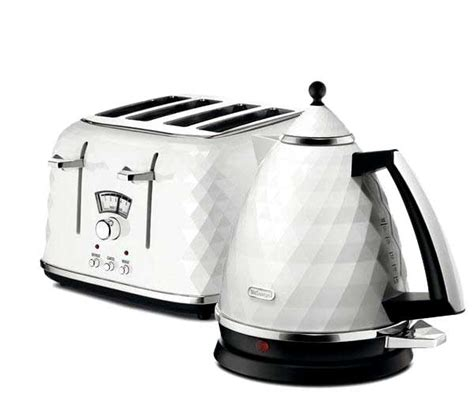 delonghi toaster and kettle delonghi brillante white 3kw kettle and 4 slice toaster