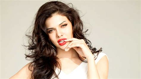 sara loren  red lips hd images facebook cover