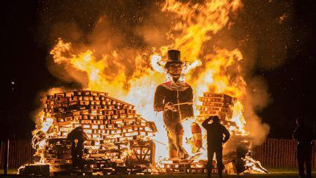 burn clean wood  bonfires  ea letsrecyclecom