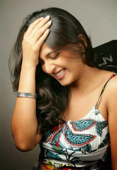 beautiful actress shooting kiss anushka shetty latest hot photoshoot desistarz