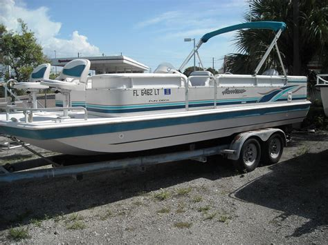 Hurricane 226 Deck Boat by 2002 Used Hurricane Fundeck 226 Re Deck Boat For Sale