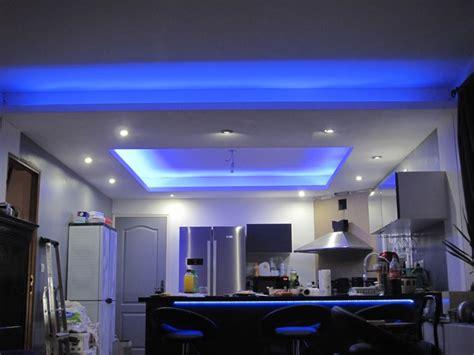 le de cuisine suspendu photos de faux plafond avec lumière indirecte les