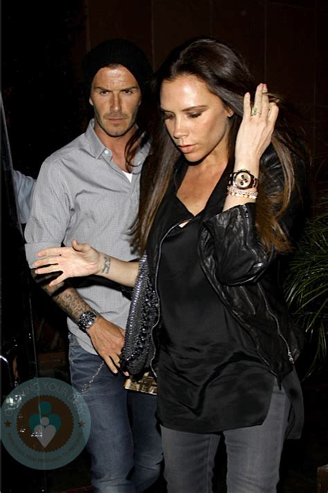 A pregnant Victoria Beckham out for dinner with husband ...