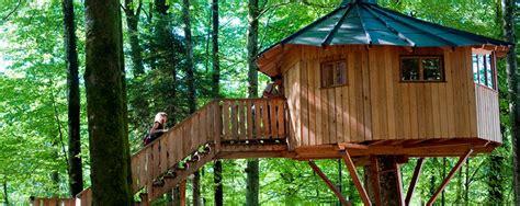 cabanes dans les arbres tourisme en franche comte