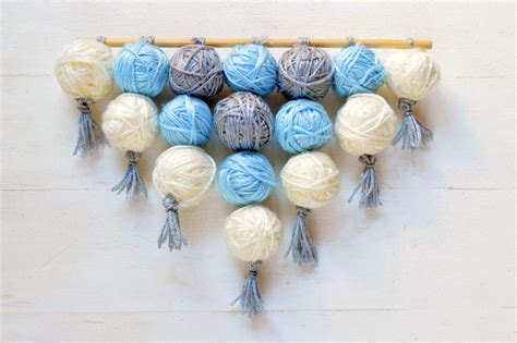 Home Decor Yarn :  Easy Wall Hanging Tutorial