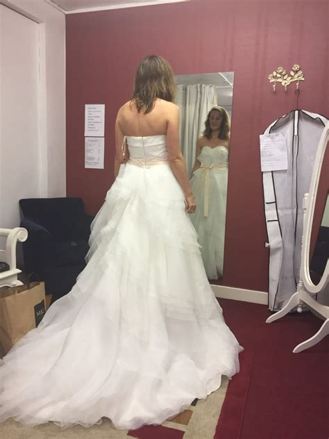 vera wang style wedding dress sell  wedding dress