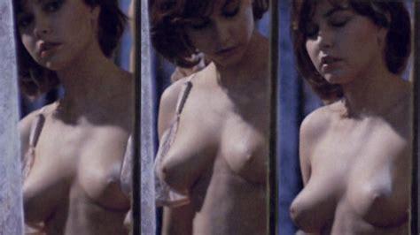 Irina Irvine  nackt