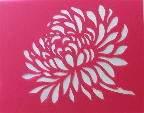 pochoir mural a imprimer stencils pochoirs pochoir fleur chrisanth 232 me