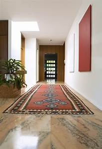 un tres beau tapis afghan dans couloir sur marbre With tapis d appartement