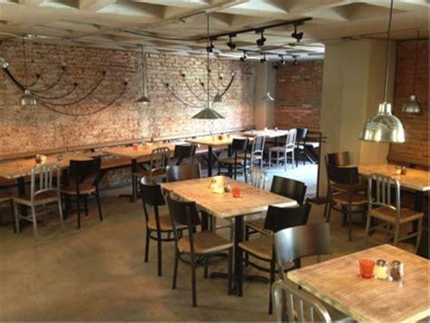 sillas  mesas  restaurante