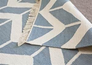 Tapis En Coton : tapis en coton bleu ciel motif zigzag chez ksl living ~ Nature-et-papiers.com Idées de Décoration