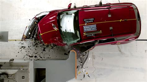 crash test siege auto 2013 2017 ford escape quot acceptable quot in small overlap front