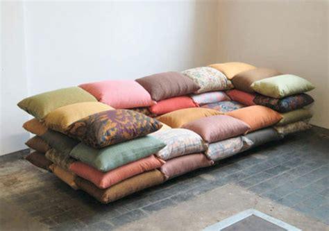 canapé original coloré nuage design du canapé futuriste archzine fr