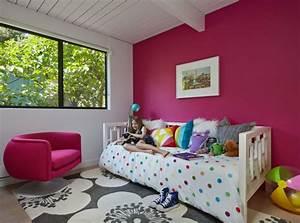 deco chambre enfant 77 idees qui vont vous inspirer With tapis chambre bébé avec tableaux peinture huile fleurs