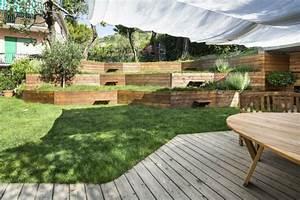 murs de soutenement en bois amenagez un jardin en pente With amenagement exterieur maison terrain en pente 11 creer une terrasse en bois sur un terrain en pente